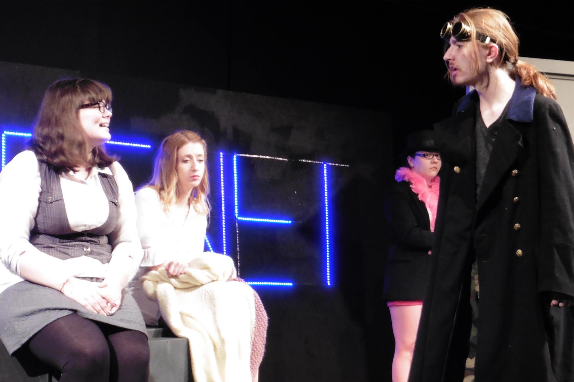 2017 03 31 Theater Draussen Vor Der Tuer Content Galerie 5