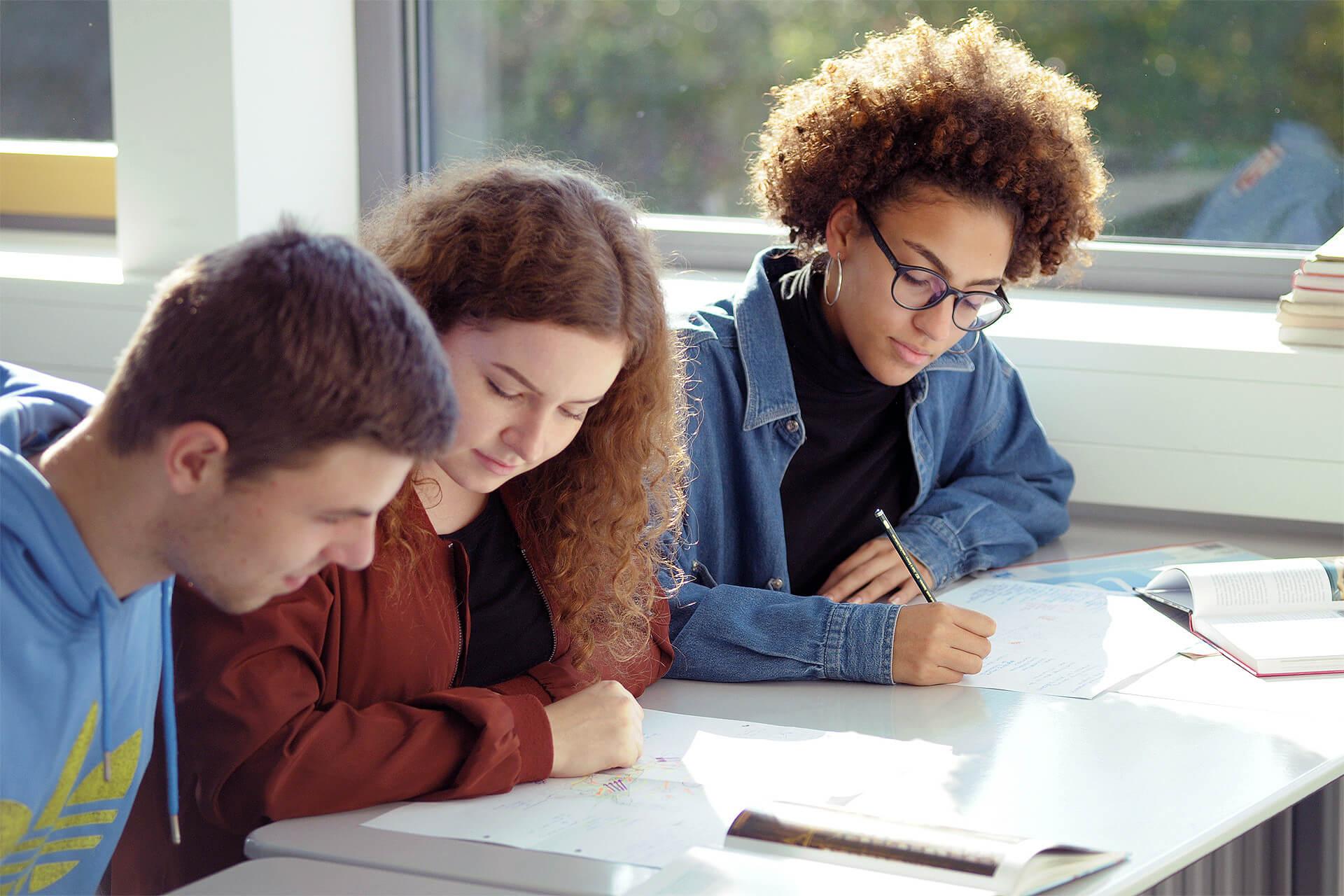 fos-ausbildungsrichtungen-gestaltung-content-impressionen-unterricht-theorieunterricht