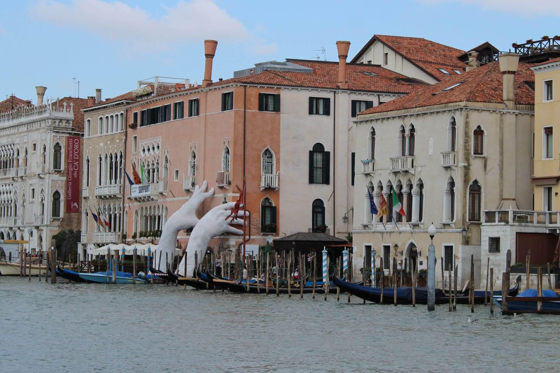 Zur Biennale nach Venedig